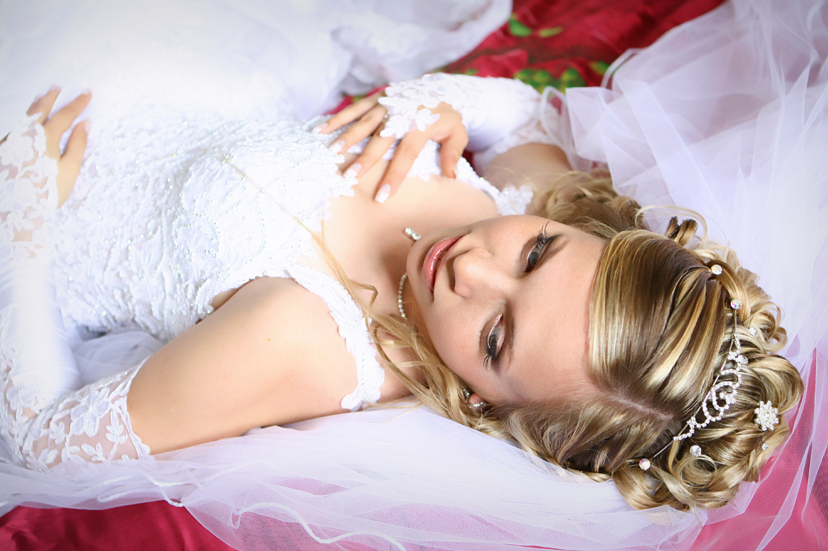 Studio 17 Salon has complete bridal hairstyling and make up services